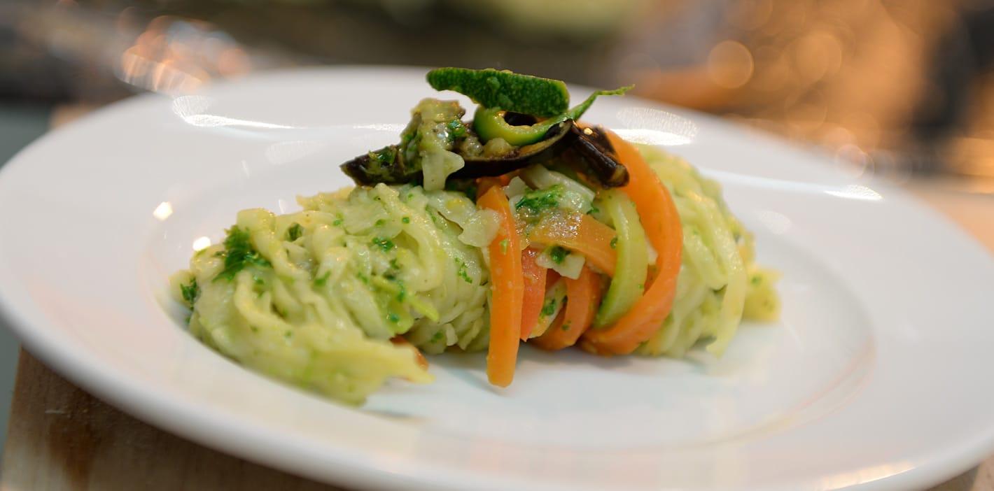 Gemüse Pasta mit Grünkohlpesto